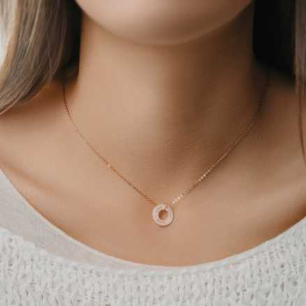 Brilliant necklace Love Circle, 14kt zlato na těle