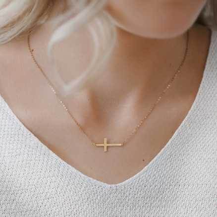 Diamond necklace Cross, 14K gold na těle