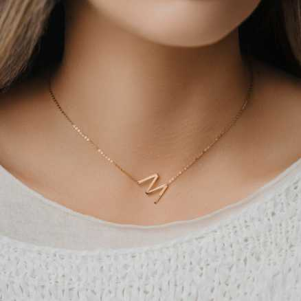 Diamond necklace Letter M, 14K gold na těle